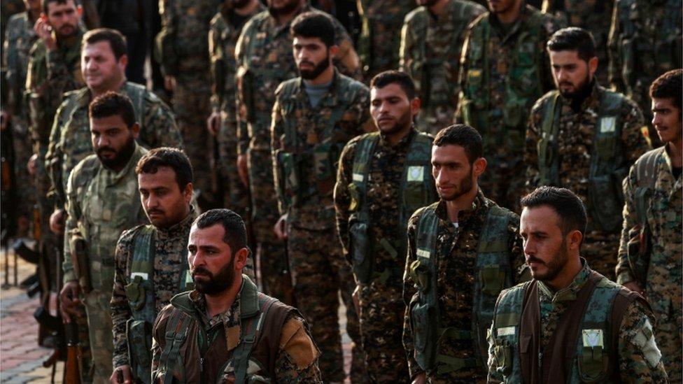 عناصر في وحدات حماية الشعب الكردي