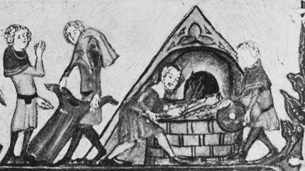 Di abad pertengahan ketika wabah Kematian Hitam melanda Eropa, orang-orang membakar pakaian guna mengatasi pagebluk ini.