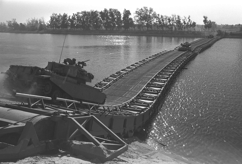 الجيش الإسرائيلي تمكن، بفضل الدعم العسكري والفني الأمريكي، من فتح ثغرة بين الجيشين الثاني والثالث في سيناء نفذ منها إلى القناة ودفع بقواته إلى الأراضي المصرية يوم 15 أكتوبر.