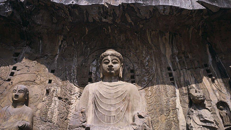 Estatua de Vairocana en las Cuevas de la Puerta del Dragón