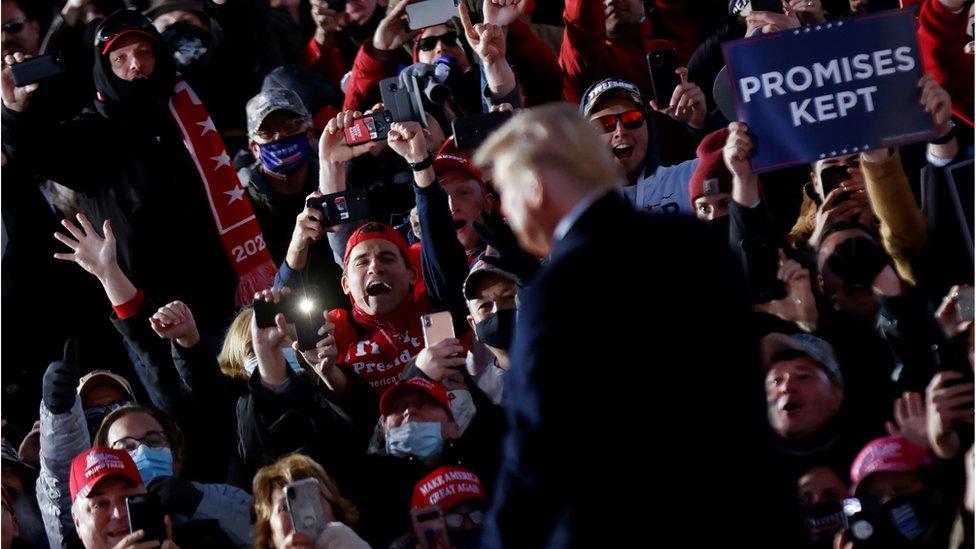 特朗普繼續舉辦多場以傳統方式舉行的競選晚會。