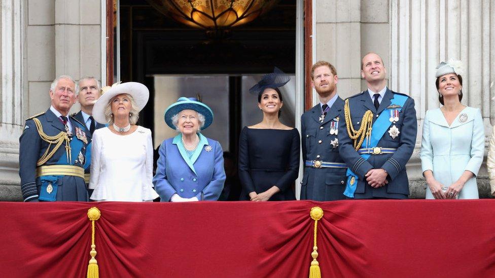 İngiltere Kraliyet Ailesi'nin garip ve ayrıcalıklı dünyası