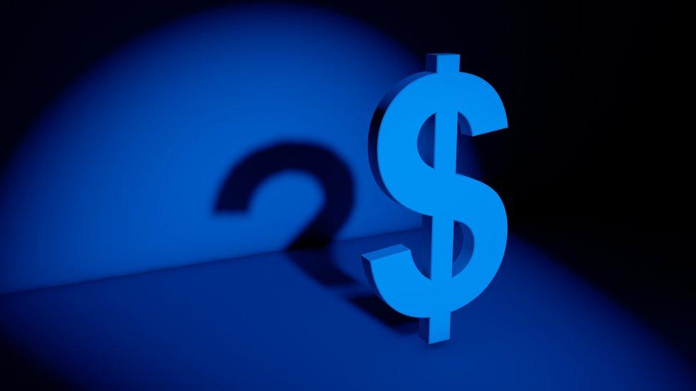 Expertos denuncian que los bancos dejan información fuera de sus balances financieros.