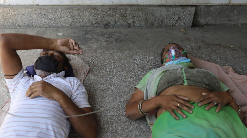 Enfermos de covid-19 Gurdwara en Uttar Pradesh, India.
