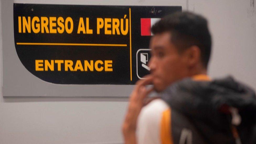 Migrante venezolano entrando a Perú