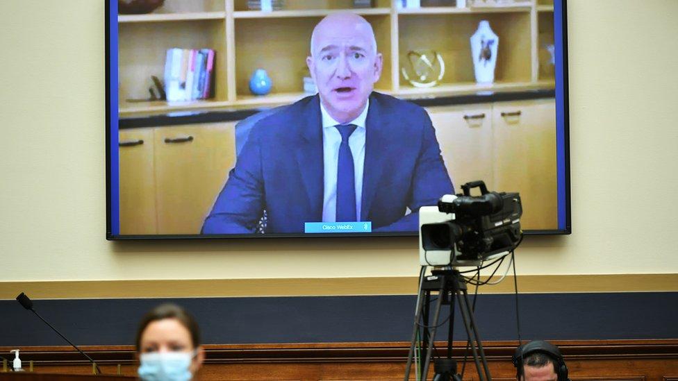 亞馬遜CEO貝佐斯(Jeff Bezos)通過遠程視頻向美國國會眾議院司法委員會反托拉斯、商法和行政法小組委員會聽證會作證(29/7/2020)
