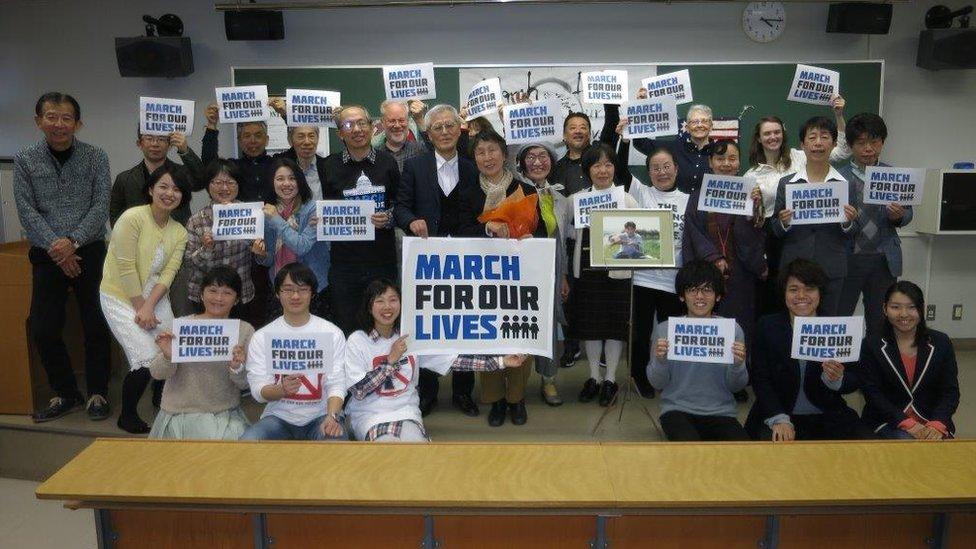 Masa i Mieko, u sredini, učestvovali su u Maršu za život u Nagoji u martu 2018.