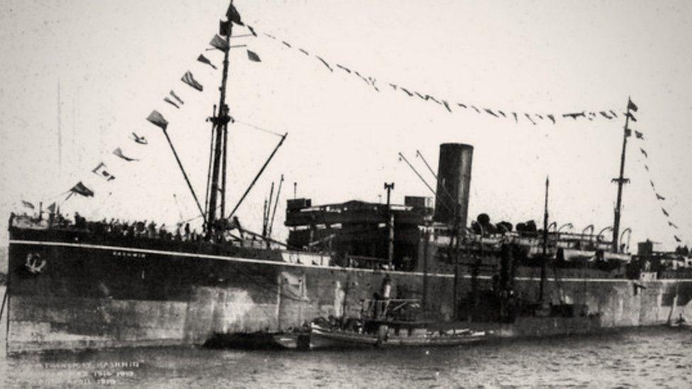 El HMS Kashmir chocó conta el Otranto y partió su casco.