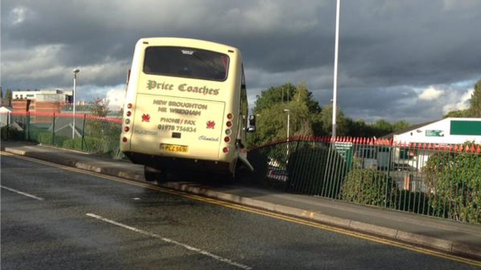 Coach crash in Wreham