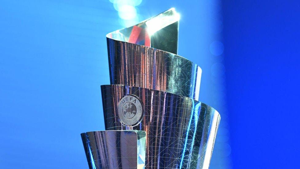 Trofeo de la UEFA.