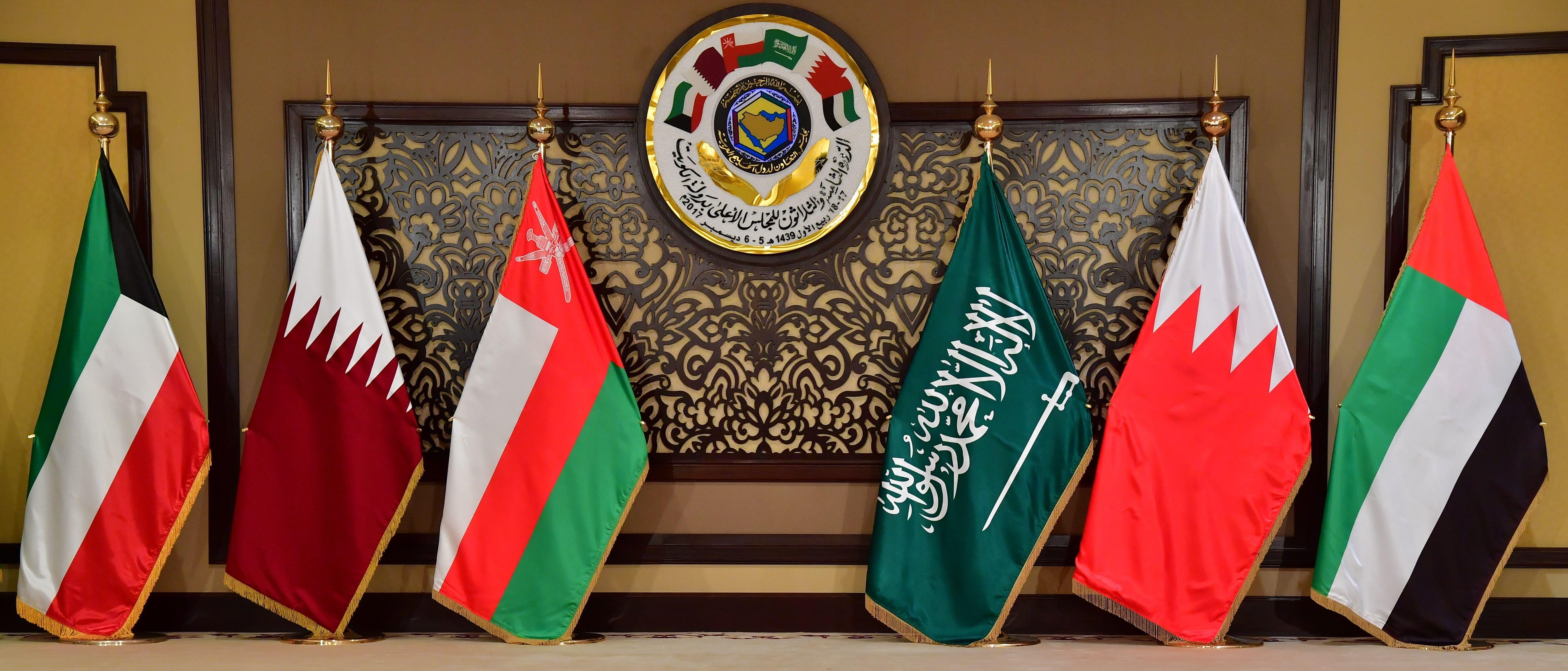 صحفيون يرون أن أمام القمة الحالية قضايا أهم من الأزمة مع قطر
