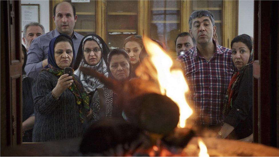 Plamen gori u zoroastrijskom hramu vatre, verovatno više od hiljadu godina