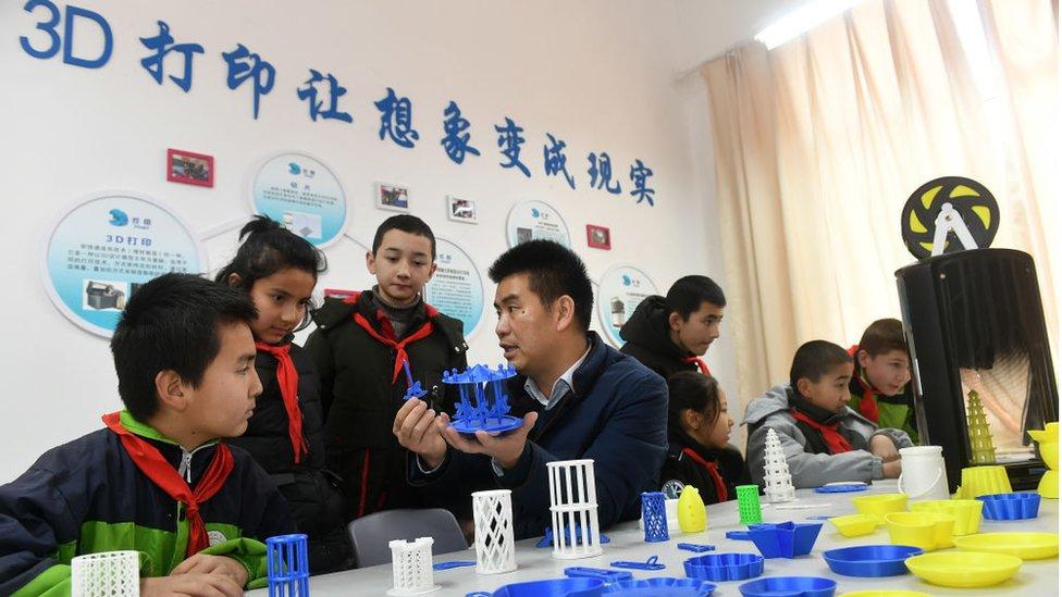 中國一所學校教授3D打印課程。