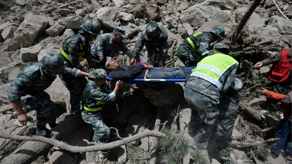 Chinese paramilitary police carry a survivor after an earthquake in Jiuzhaigou county, Ngawa prefecture, Sichuan province, China August 9, 2017