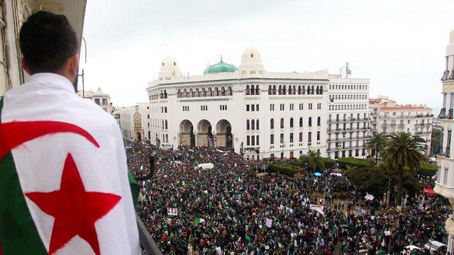 الجزائريون يتظاهرون بقوة كل جمعة وسط العاصمة