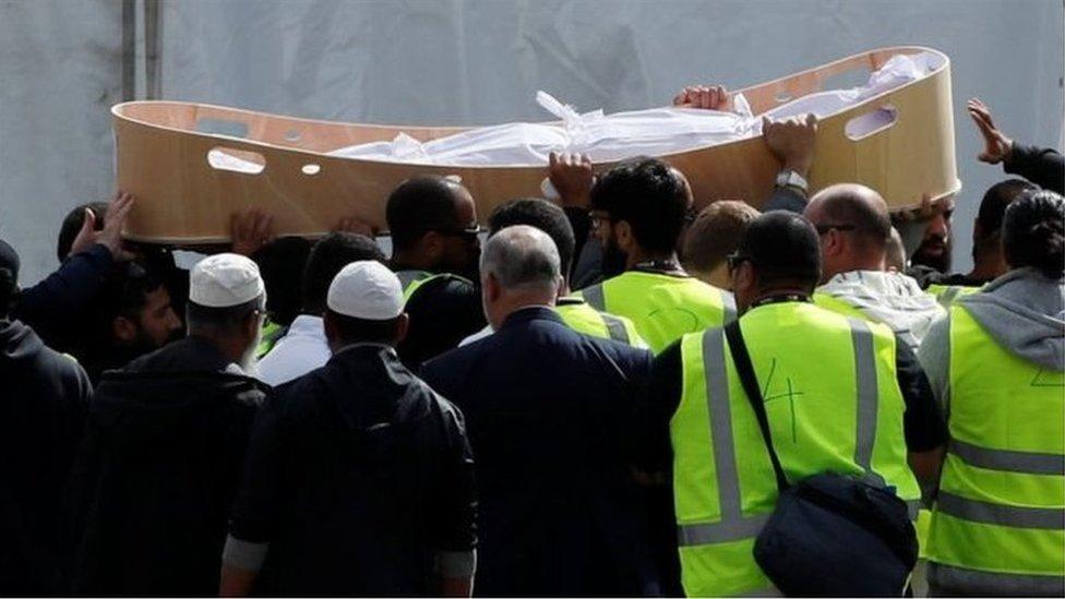 Pelaku Penembakan Masjid Christchurch Detail: Pemakaman Korban Penembakan Masjid: 'Saya Seharusnya