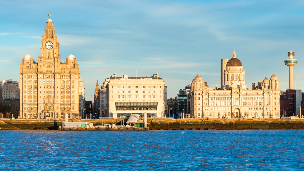 利物浦海濱的三大建築物