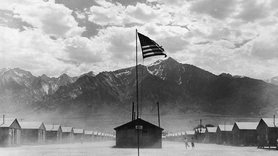 Foto de archivo del campo Manzanar en julio de 1942.