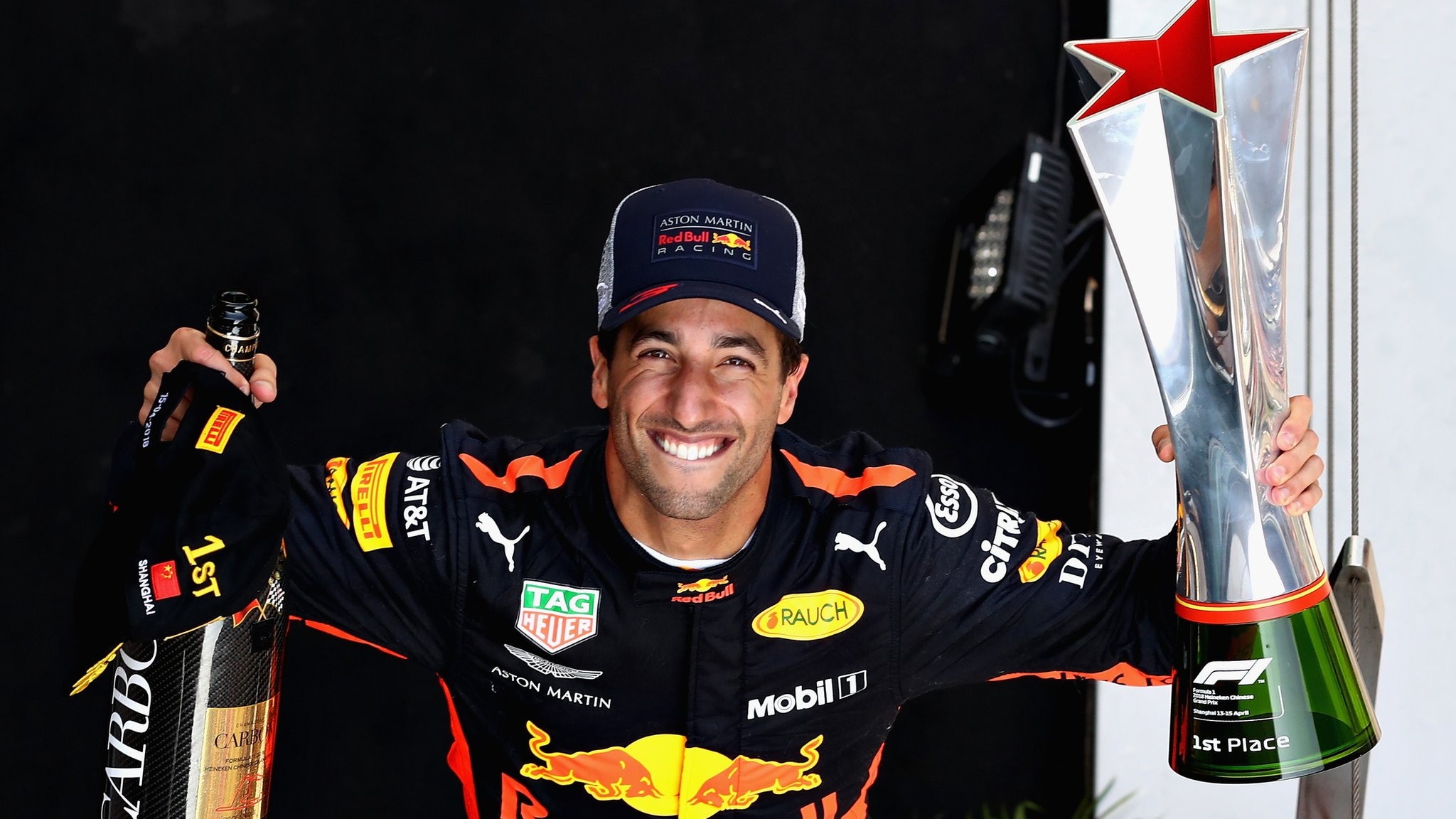 Ricciardo wins in China after series of overtakes