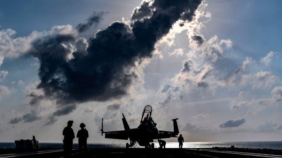 Дайджест: Байден одобрил авиаудар по боевикам в Сирии;