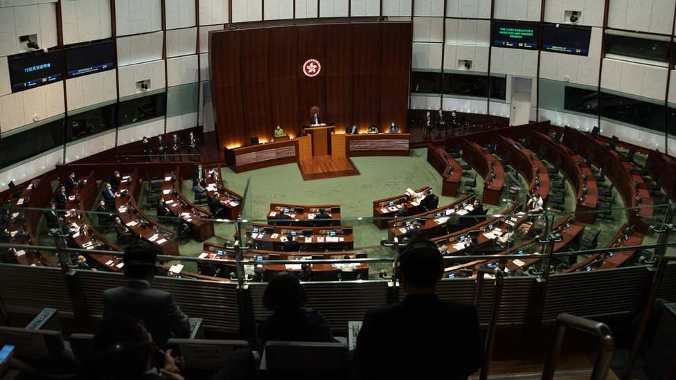 香港立法會議事廳內舉行行政長官答問會(4/2/2021)