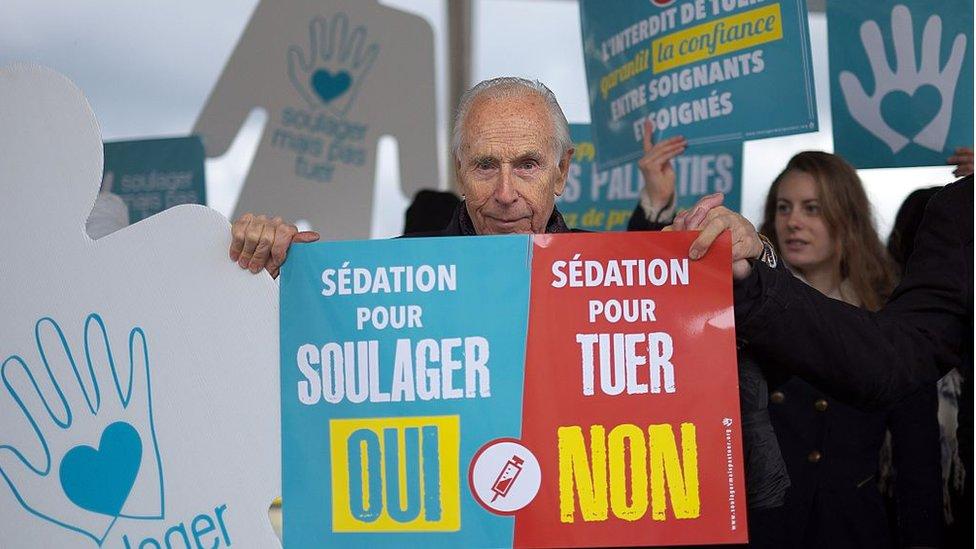 Manifestación en Francia contra la eutanasia.