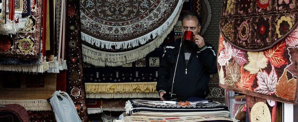 صاحب متجر في إيران