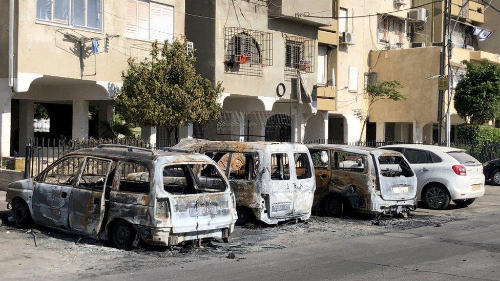 Autos vandalizados en la localidad de Lot.