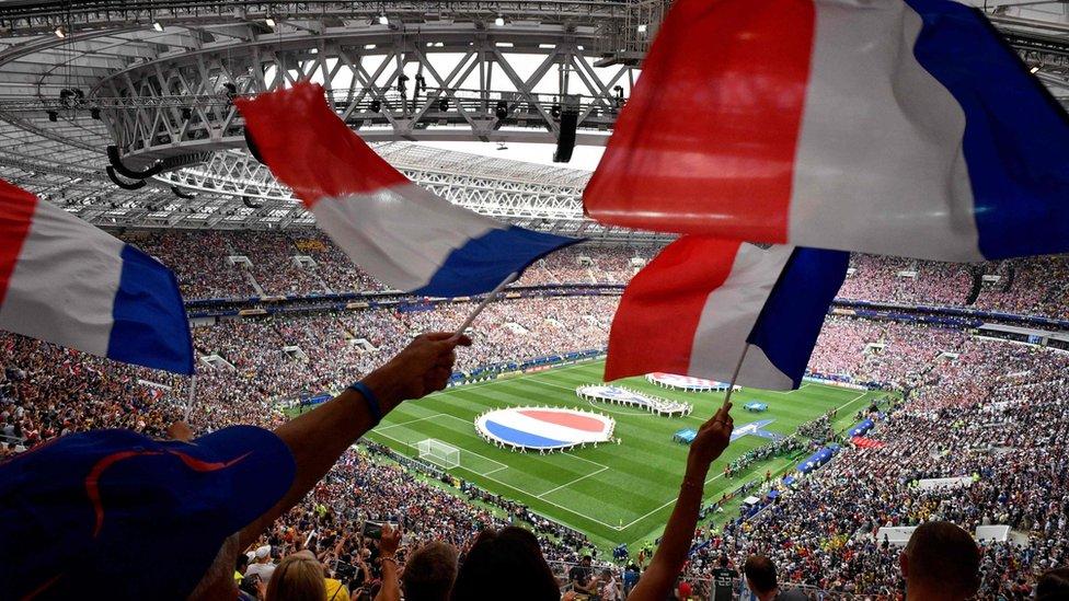 Banderas francesa en la final del Mundial de Rusia 2018.