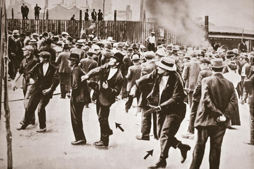 NO USAR. BBC. Una protesta de trabajadores de Standard Oil en Nueva Jersey en 1915.