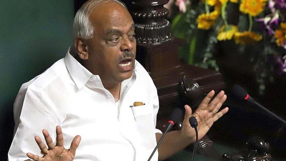 कर्नाटक संकट: विश्वासमत पर बिना वोटिंग के ही विधानसभा स्थगित