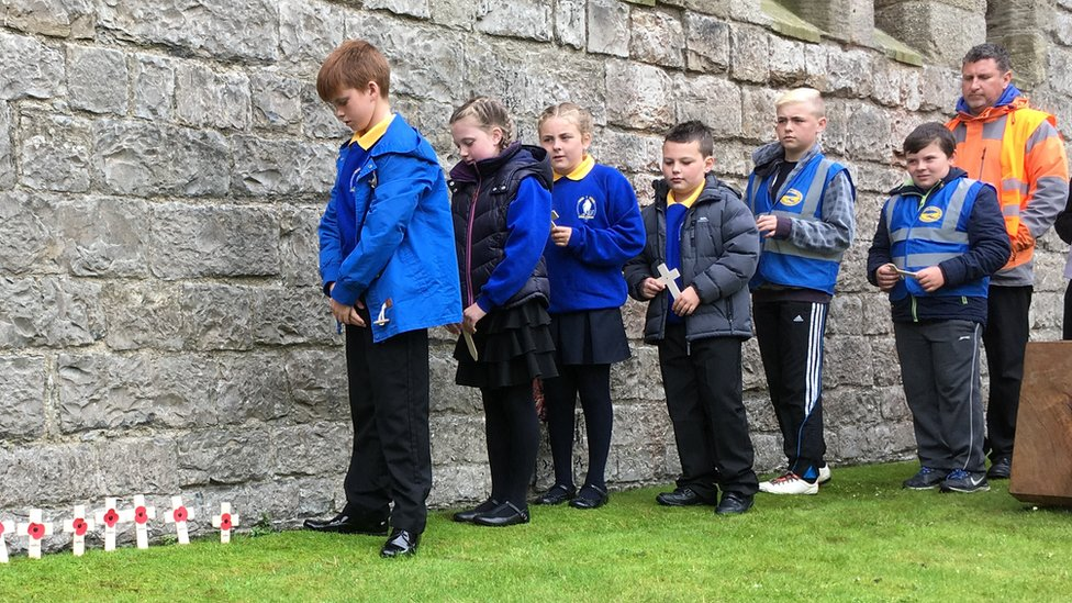 Ysgol Rhosgadfan pupils and headteacher Paul Carr