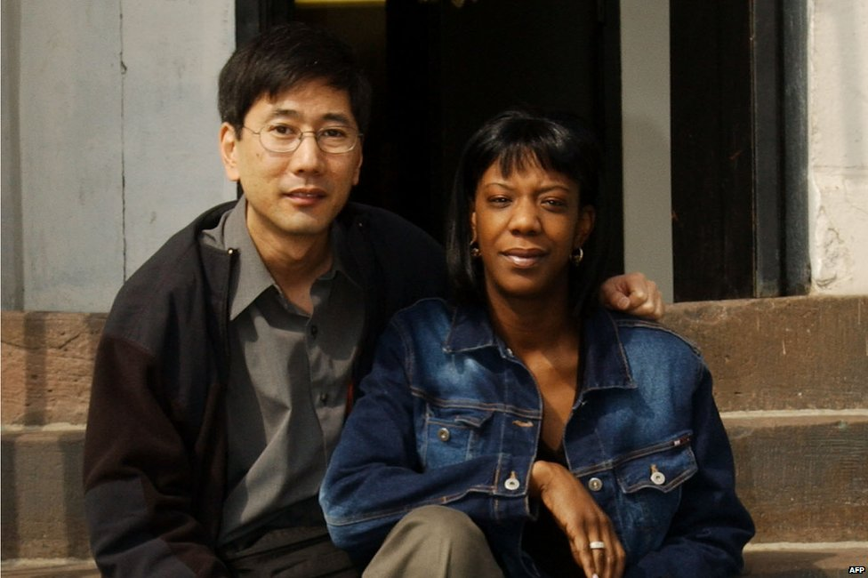 Marcy Borders (R), survivor of the 11 September attack on the World Trade Center, sits with photographer Stan Honda (L), 08 March, 2002,