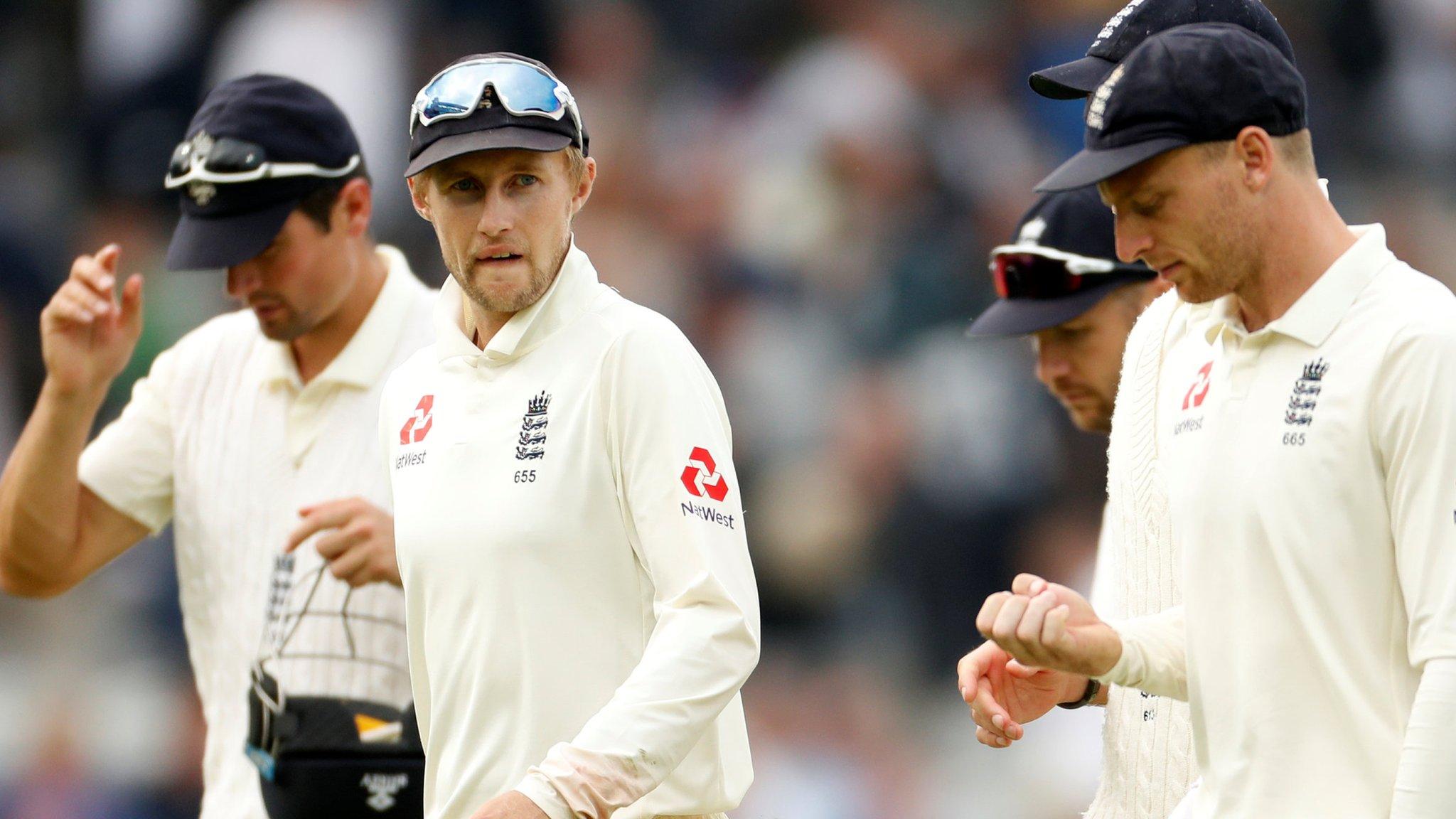 England v Pakistan: Michael Vaughan questions Trevor Bayliss' tactics