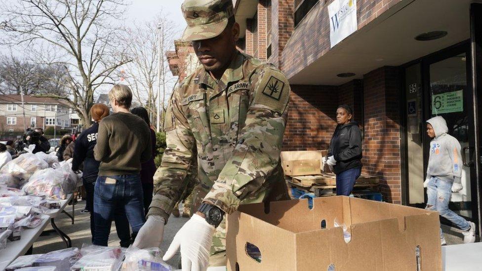 La guardia nacional entregará alimentos en New Rochelle, Nueva York, y ayudará a desinfectar espacios públicos en la ciudad.