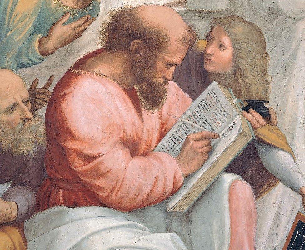 """Detalle de """"La escuela de Atenas"""" de Rafael que muestra Pitágoras escribiendo un libro."""