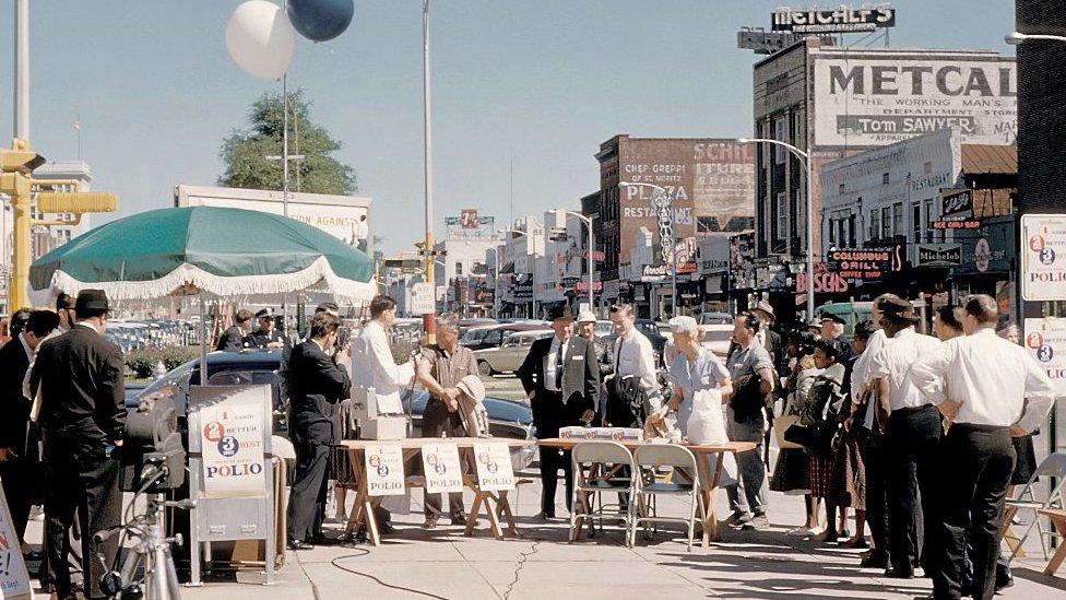 Campaña de vacunación en los 50 en Georgia, Estados Unidos.