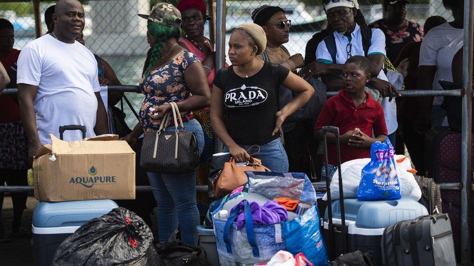Residentes de Bahamas listos para evacuar.