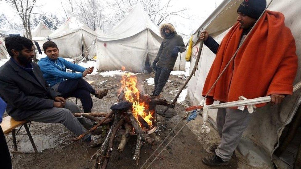Migranti u centru Vučjak