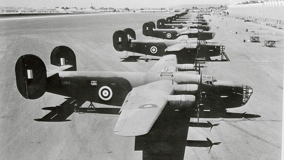 गणतंत्र दिवस परेड में जब बमवर्षक विमानों ने दी थी पहली सलामी