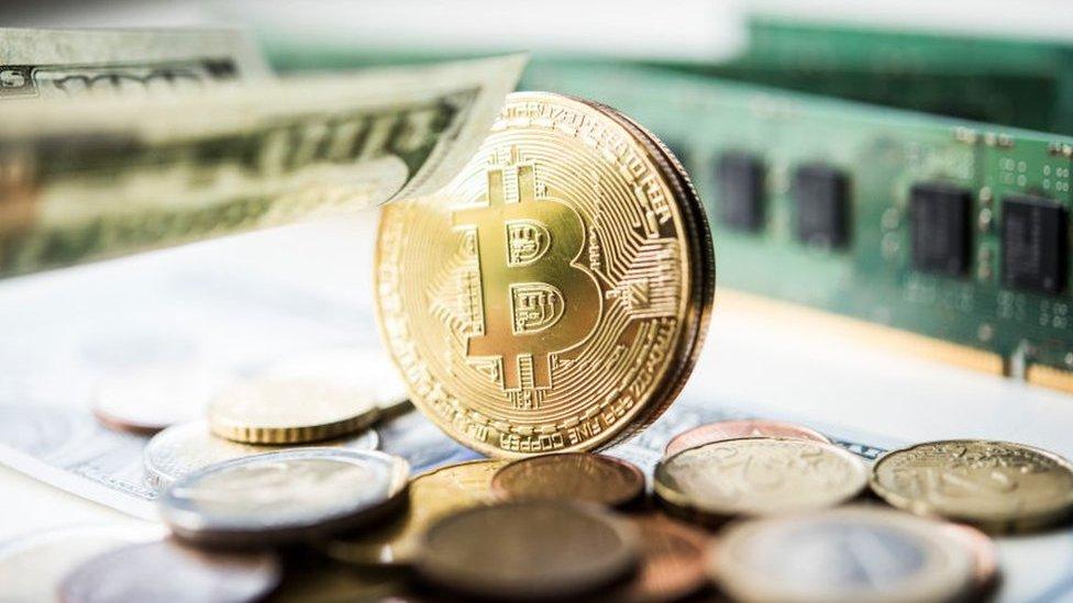 Bitcoin peaks at record high close to $20,000 thumbnail
