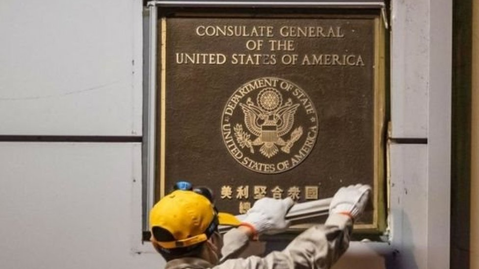 Plakat nama konsulat dicabut.