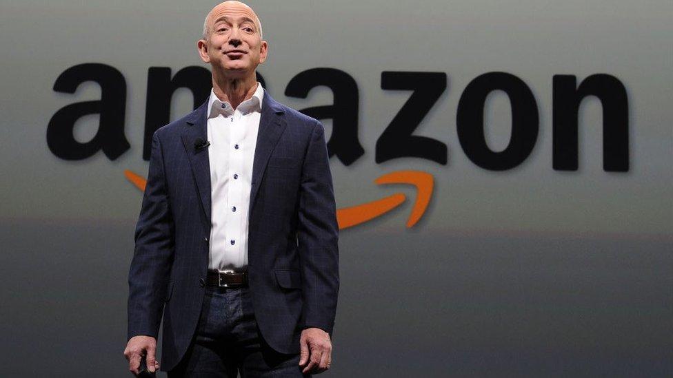 Jeff Bezos, el fundador de Amazon es uno de los hombres más ricos del mundo.