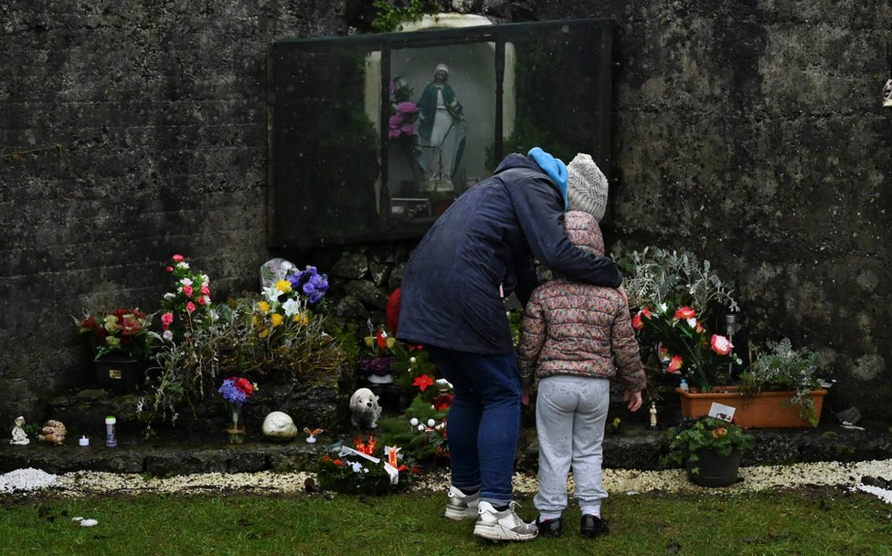 Irish PM apologises over mother and baby homes thumbnail