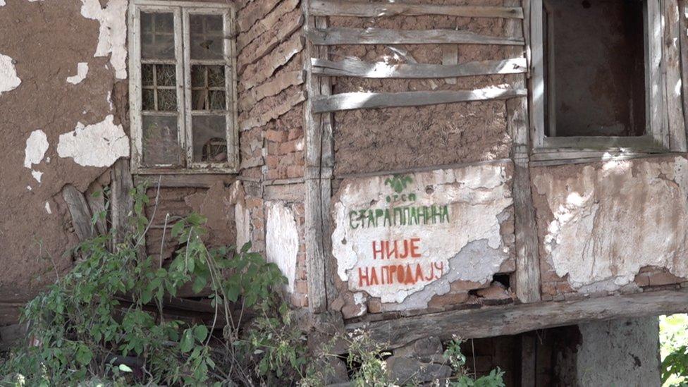 Grafit na kući u selu Topli Do - Stara planina nije na prodaju