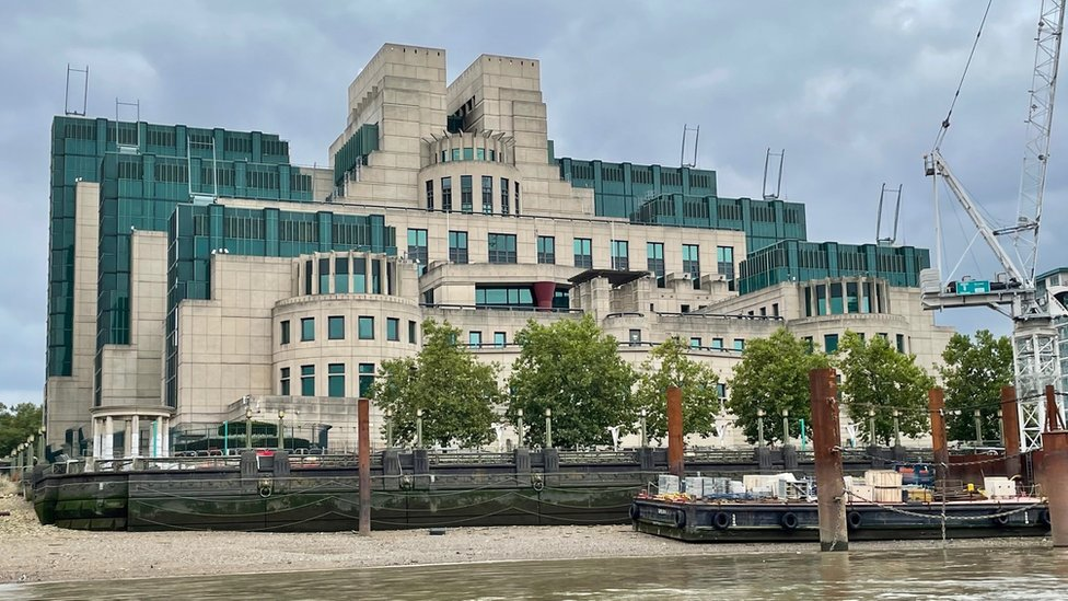 Sede del MI6 en el Támesis, Londres