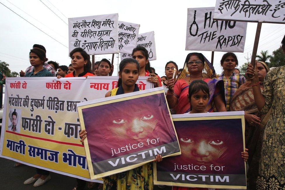 Hindistan'da tecavüz vakalarını protesto eylemi