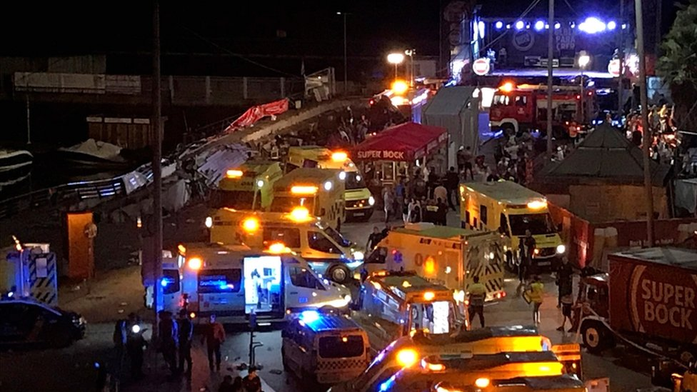 Several ambulances at the scene of the collapse in Vigo overnight on 12/13 August 2018