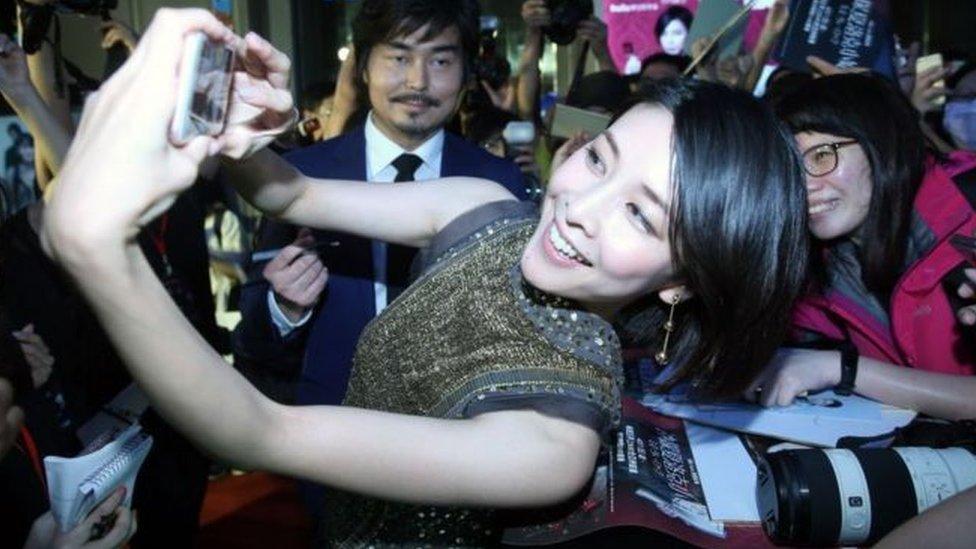"""يوكو تاكيوشي لعبت دور البطولة في العديد من الأفلام والمسلسلات من بينها مسلسل """"ميس شيرلوك"""""""