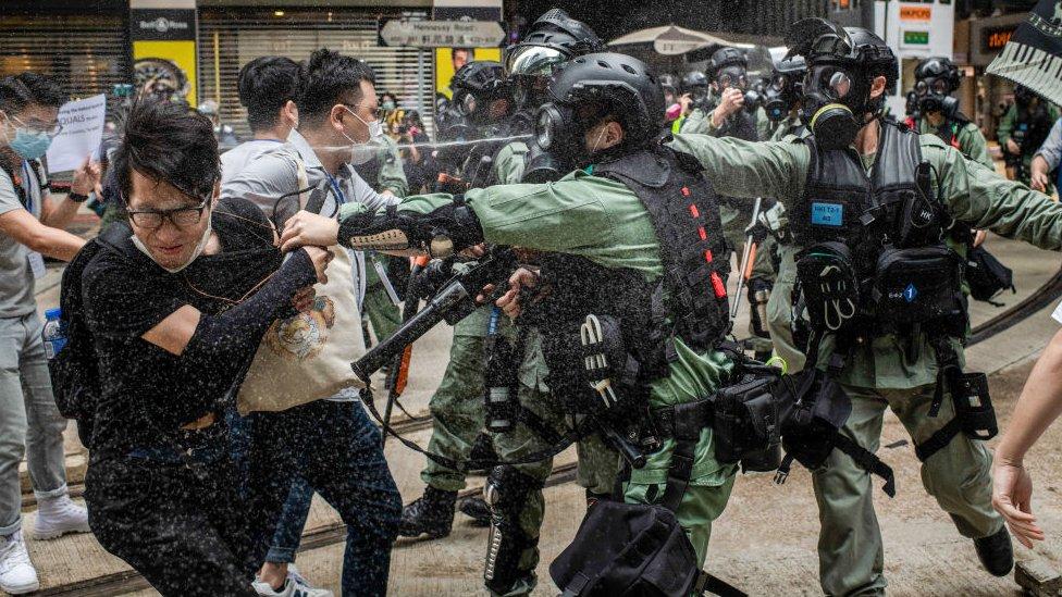 Bentrok polisi dengan pendemo di Hong Kong